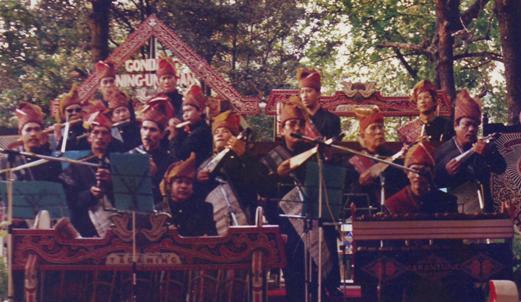 KONSER GONDANG MENYAMBUT TAMU ISTANA MERDEKA DALAM RANGKA HUT RI 17-8-1997.
