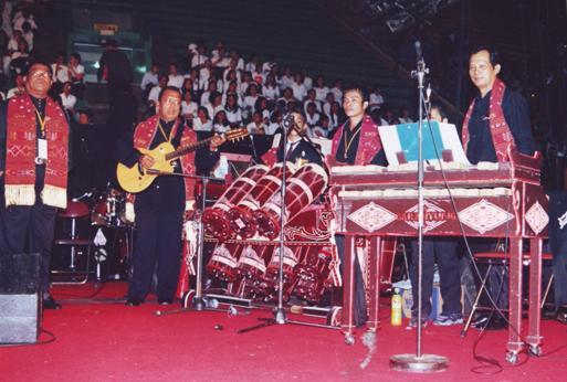 GONDANG KONSER DI ISTORA SENAYAN, 23 APRIL 2006